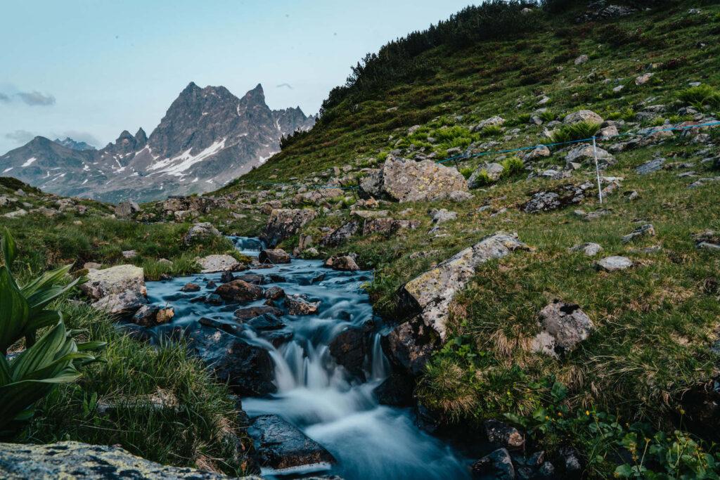 vorarlberg montafon silbertal langsee mountainbike berge bach wasser