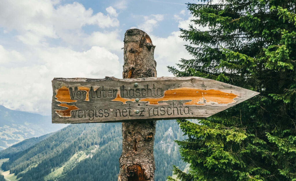 vorarlberg montafon gauertaler-alpkultourweg lindauer-hütte gauertal wandern mann spruch