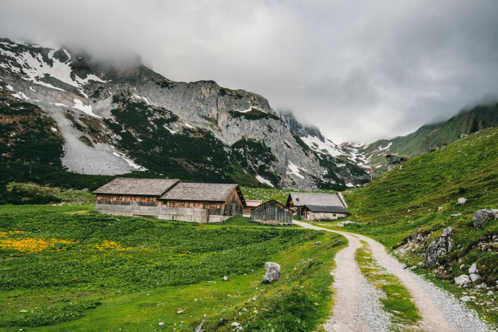 vorarlberg gauertal hiking alpe montafon snow lindauer-hütte mountains sun