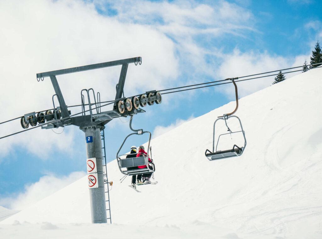 vorarlberg großes-walsertal faschina skigebiet ski-fahren winter schnee berge wolken lift