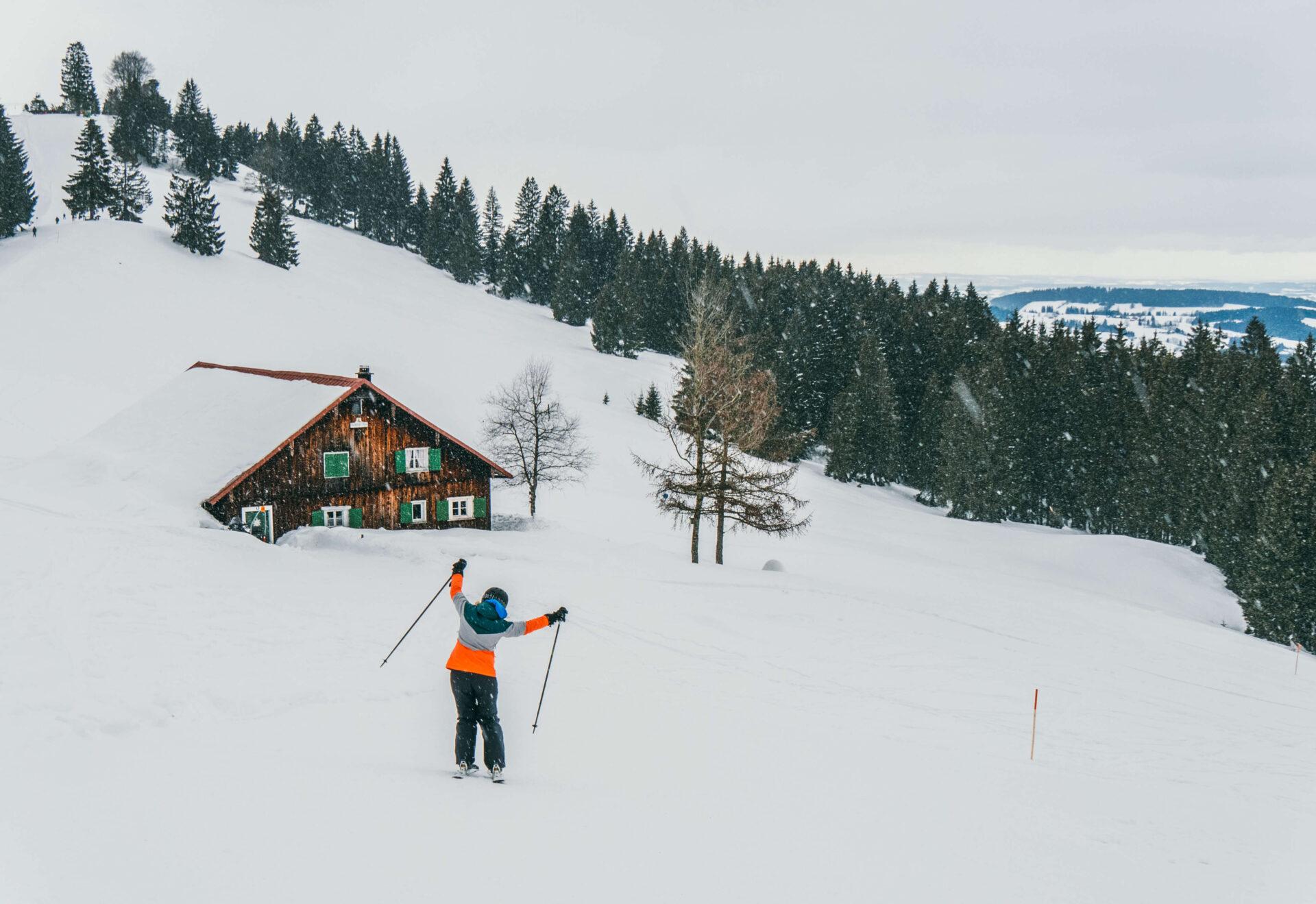 allgäu bayern oberstaufen huendlebahn skigebiet ski-fahren winter schnee berge frau haus