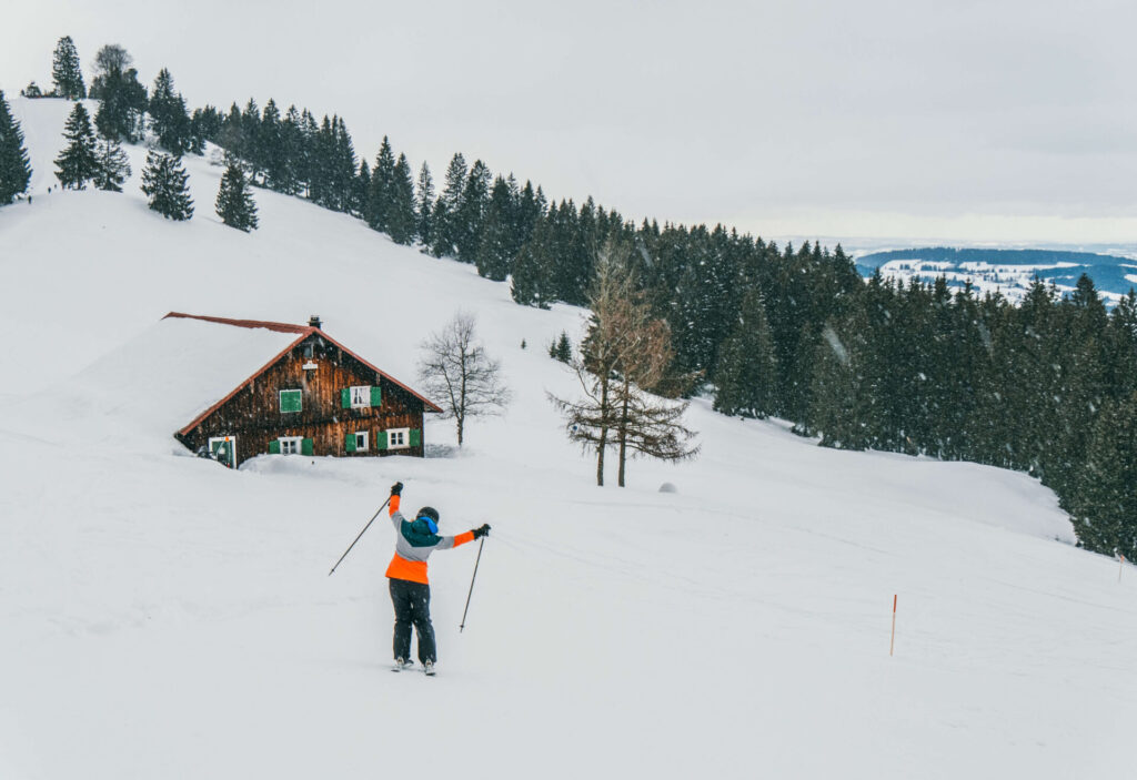 allgaeu bayern oberstaufen huendlebahn skiing winter snow mountain woman house
