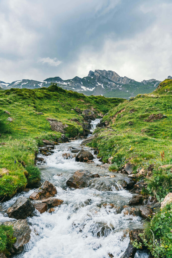 heidiland flumserberg spitzmeilenhütte hiking mountain clouds river