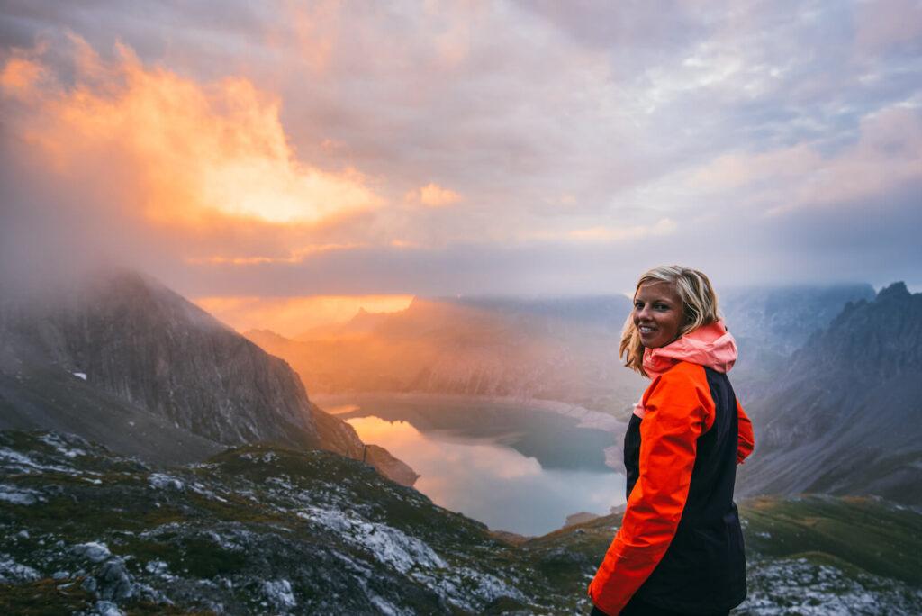 vorarlberg lünersee hiking rätikon mountain night woman clouds totalphütte sonnenuntergang