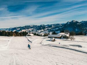 vorarlberg bödele schwarzenberg bregenzerwald skigebiet berg winter mann