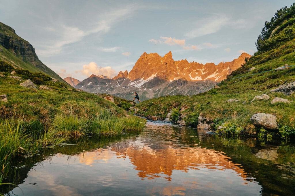 vorarlberg montafon silbertal langsee mountainbike berge see alpenglühen