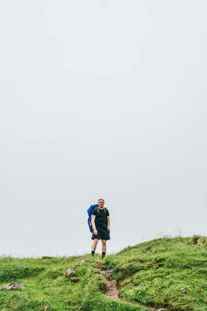 heidiland flumserberg spitzmeilenhütte hiking mountain clouds man