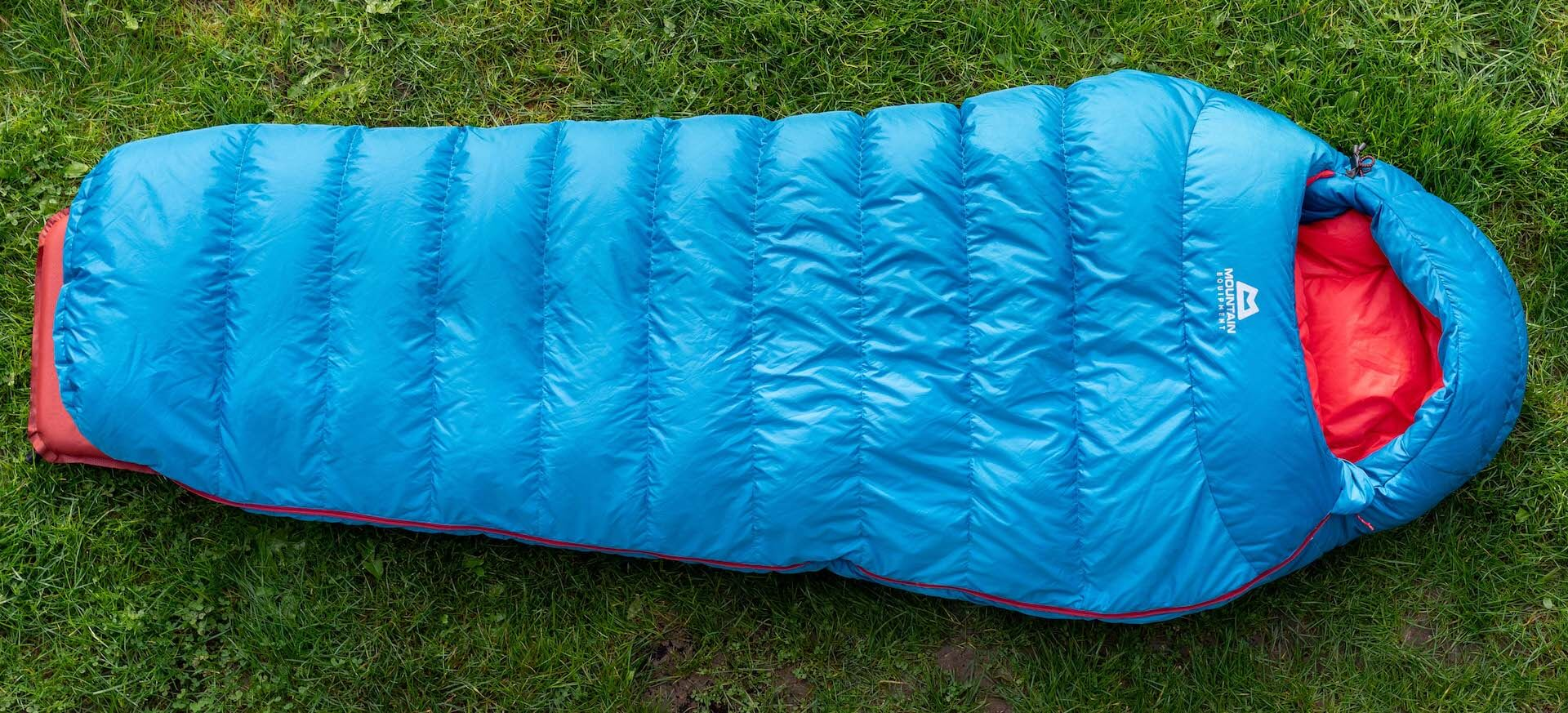 mountain-equipment classic-750 frau schlaftsacktest gear-review test gesamtansicht blau