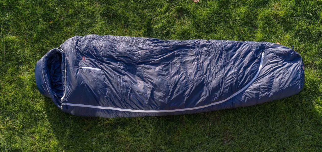 grüezi-bag biopod-downwool-ice-185 schlaftsacktest gear-review gesamtansicht blau
