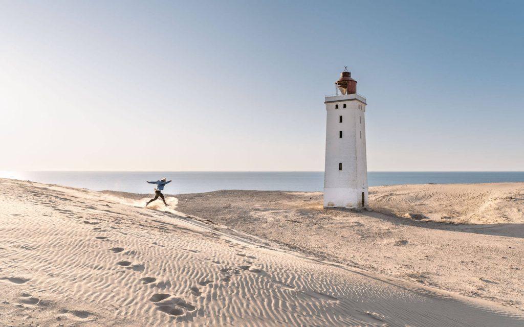 dänemark rubjerg-knud leuchtturm nordsee frau düne sand